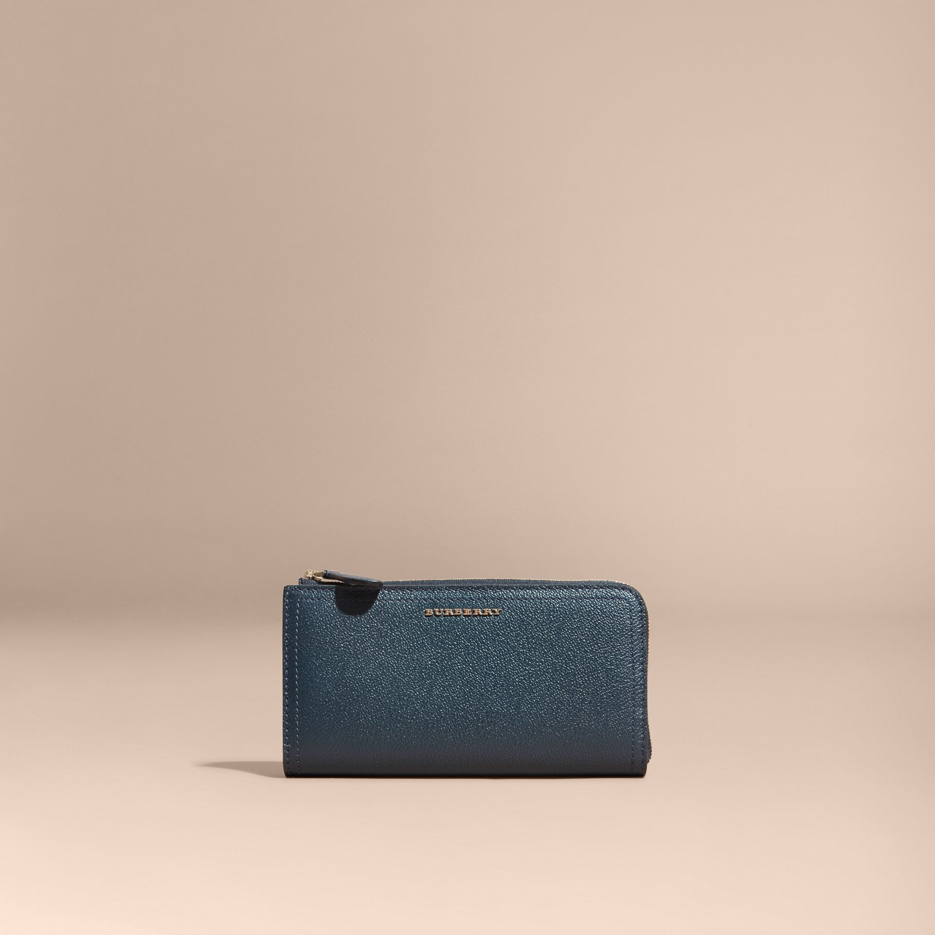 Grainy Leather Ziparound Wallet in Blue Carbon - Women | Burberry Canada - gallery image 6