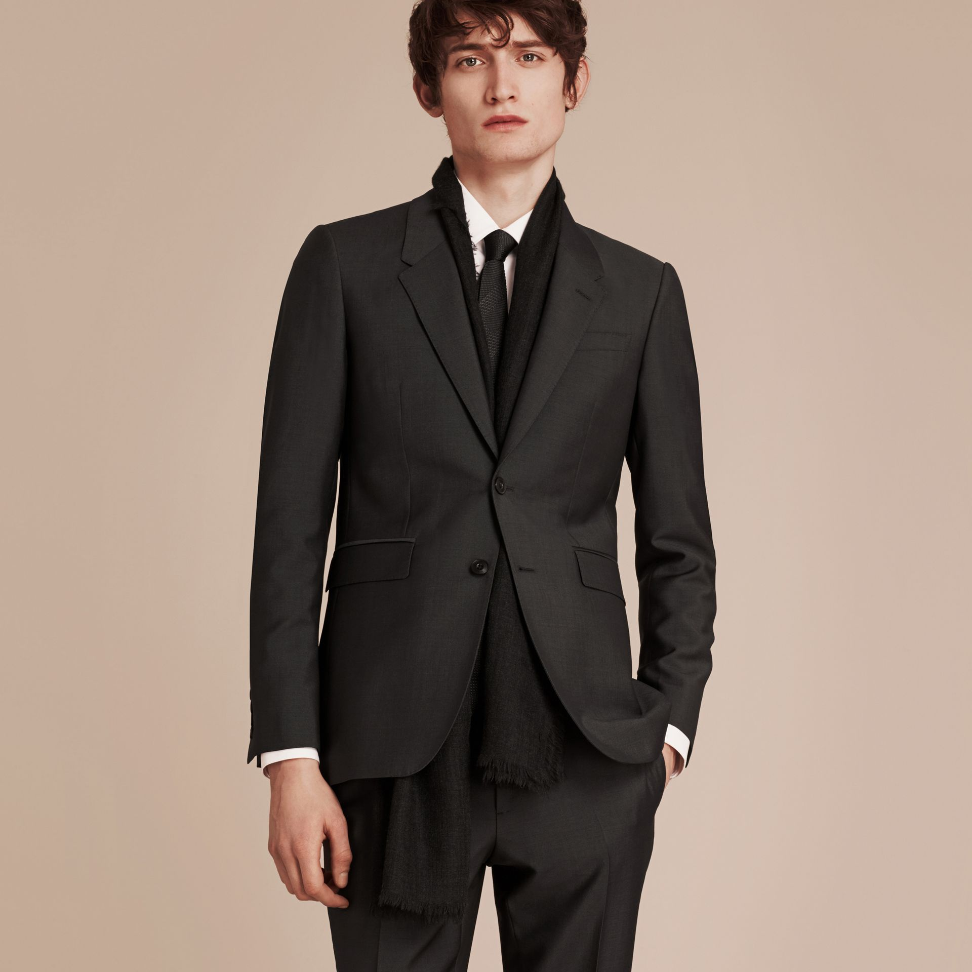 Dark grey The Chelsea – Slim Fit Wool Mohair Suit Dark Grey - gallery image 4
