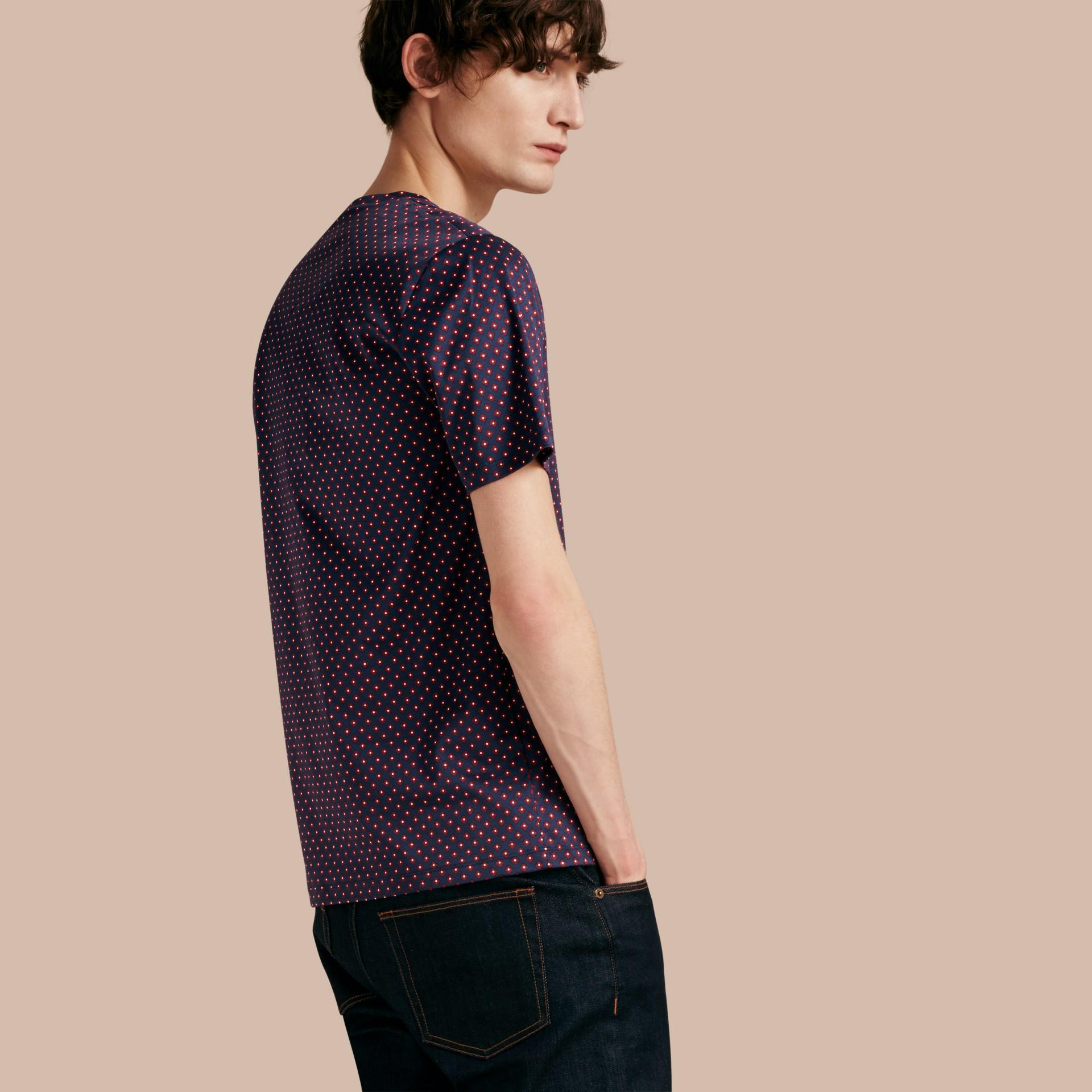 Helles marineblau Baumwoll-T-Shirt mit geometrischem Druckmotiv - Galerie-Bild 1