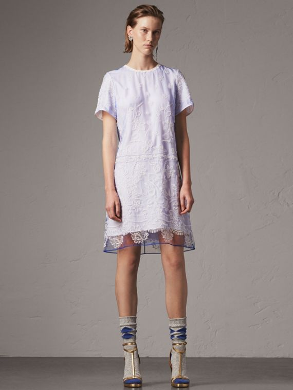 花朵刺繡薄紗 T 恤式洋裝 (繡球花藍/白色)