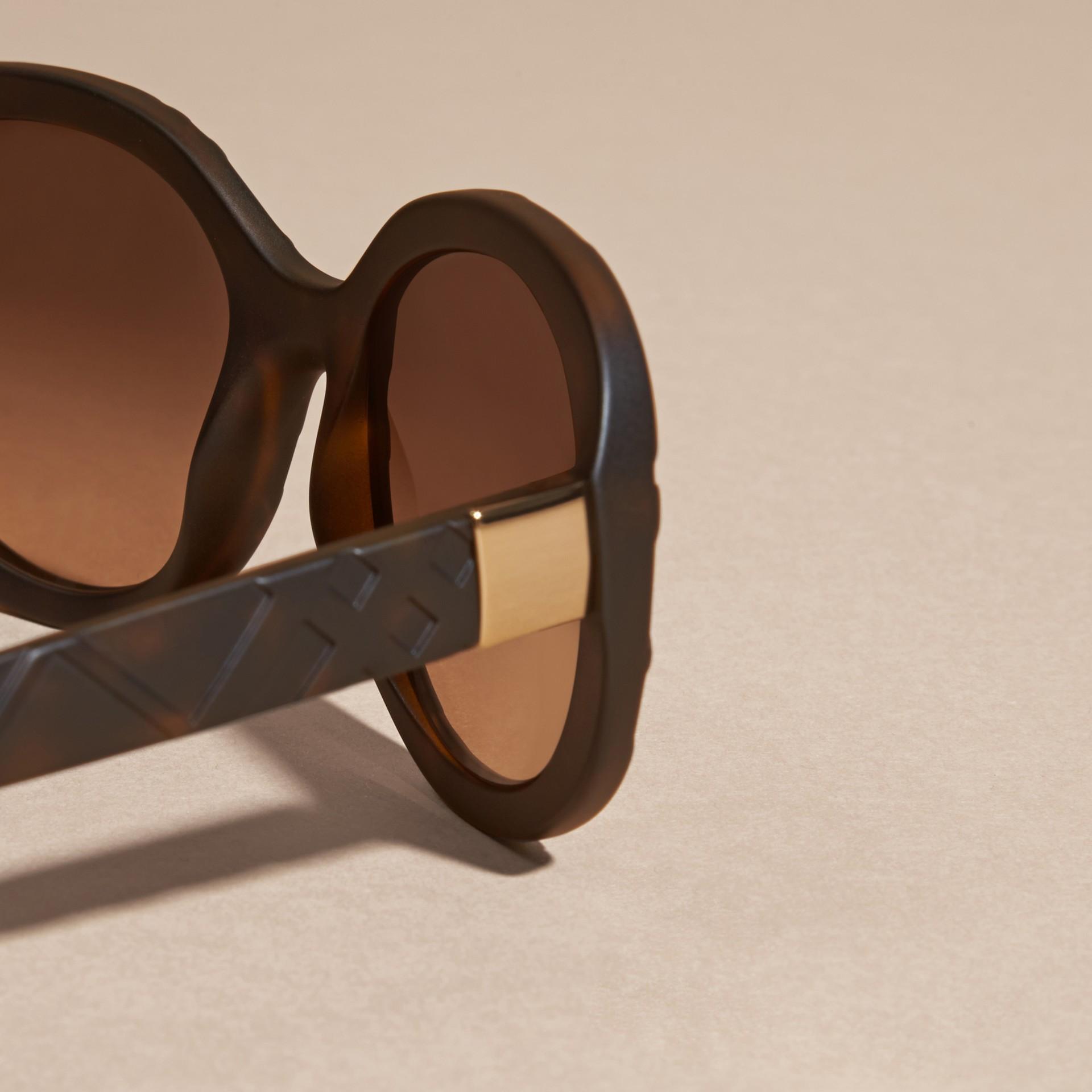 Tortoise shell 3D Check Round Frame Sunglasses Tortoise Shell - gallery image 2