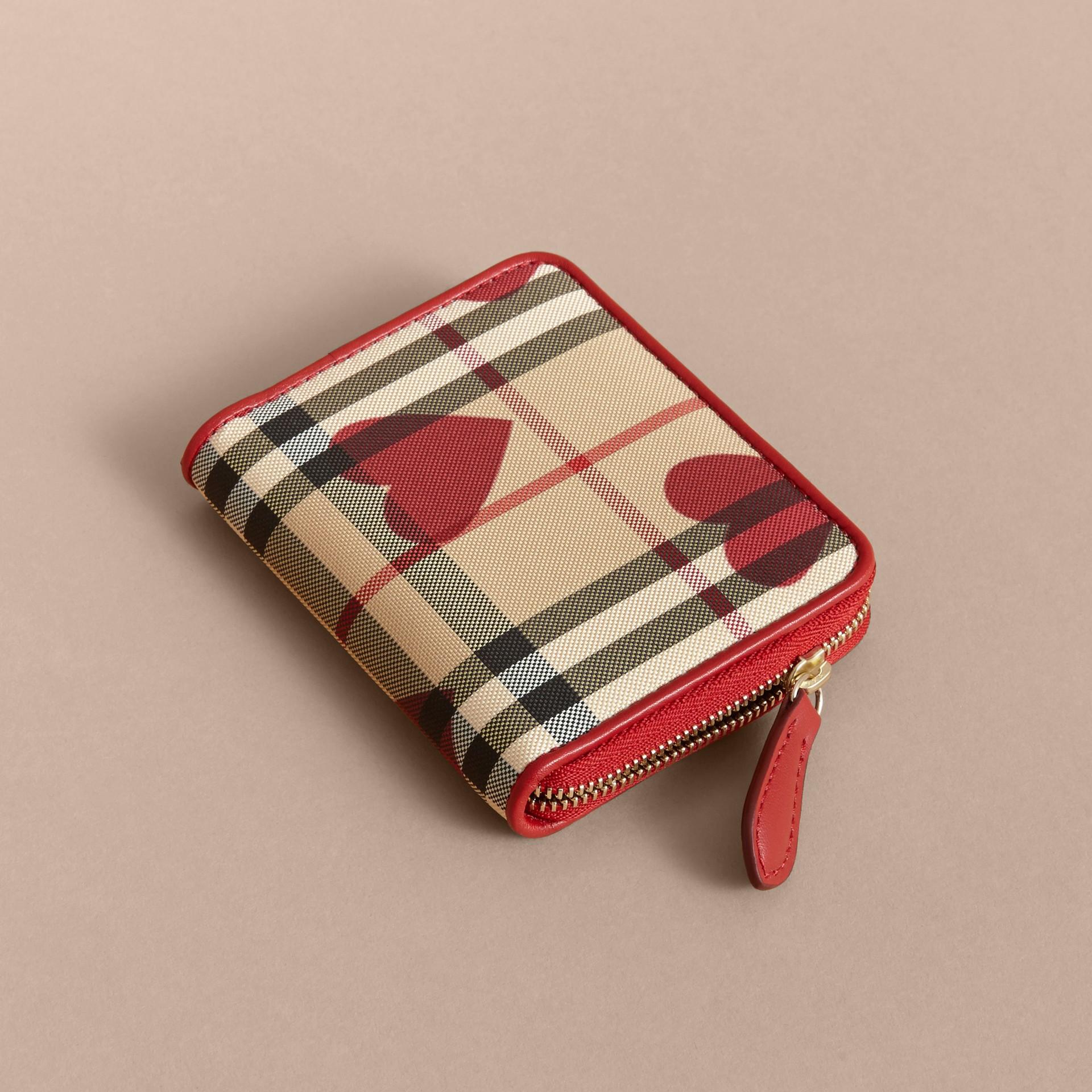 繽紛鮮紅色 心型印花 Horseferry 格紋小型環繞式拉鍊皮夾 - 圖庫照片 4