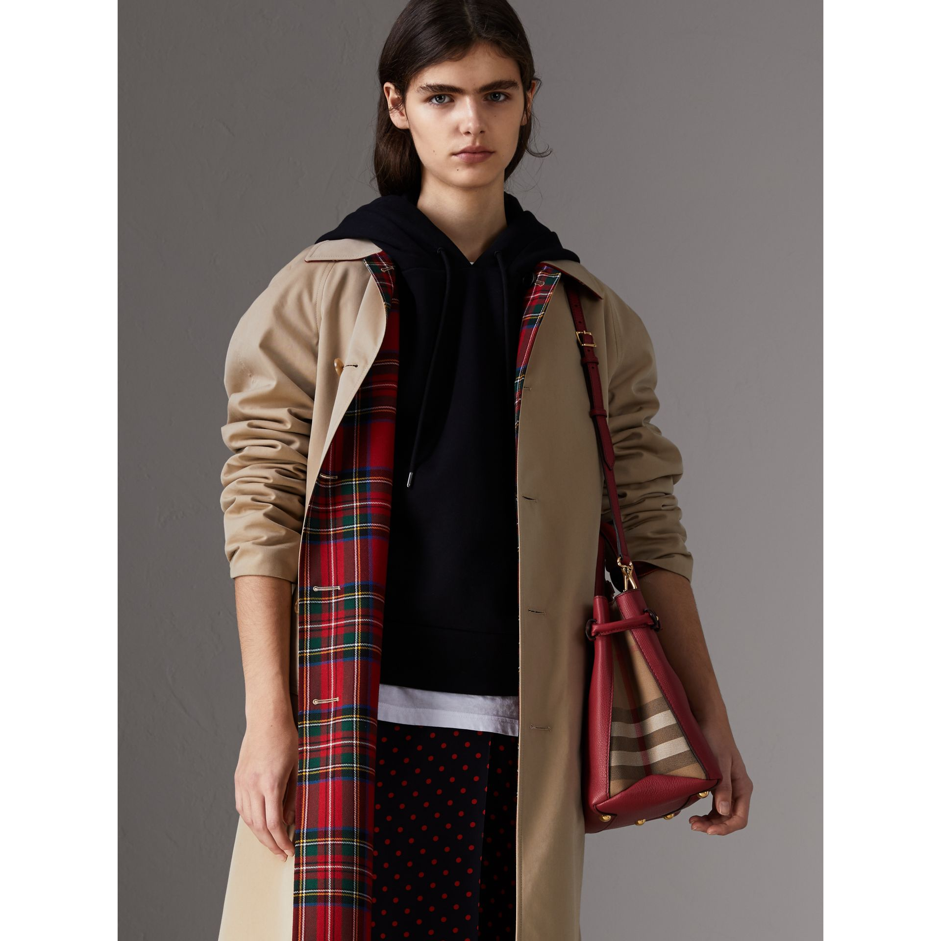 The Banner media in pelle con motivo House check (Rosso Bruno) - Donna | Burberry - immagine della galleria 3