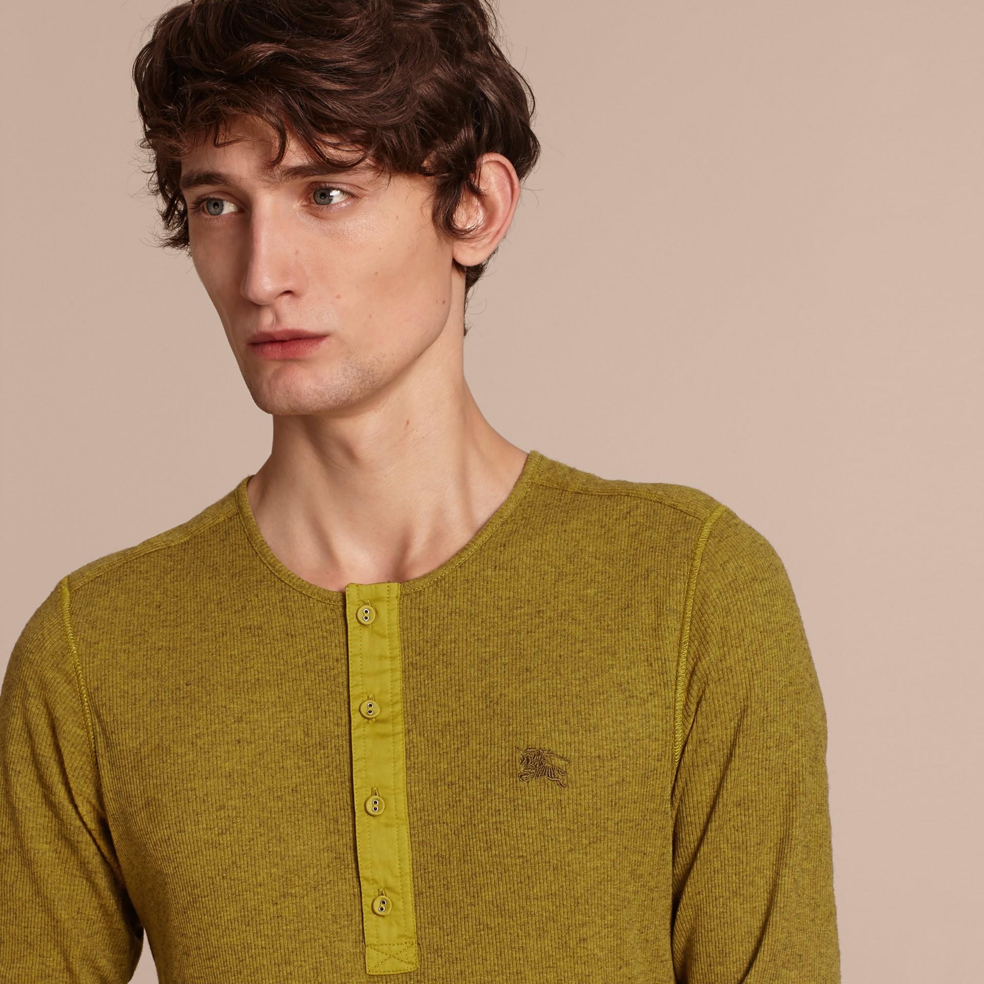 Olive green Camisa Henley de lã e algodão canelados Olive Green - galeria de imagens 5