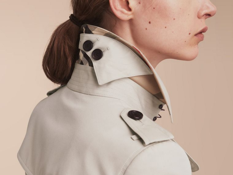 The Chelsea – Short Heritage Trench Coat in Stone - cell image 4