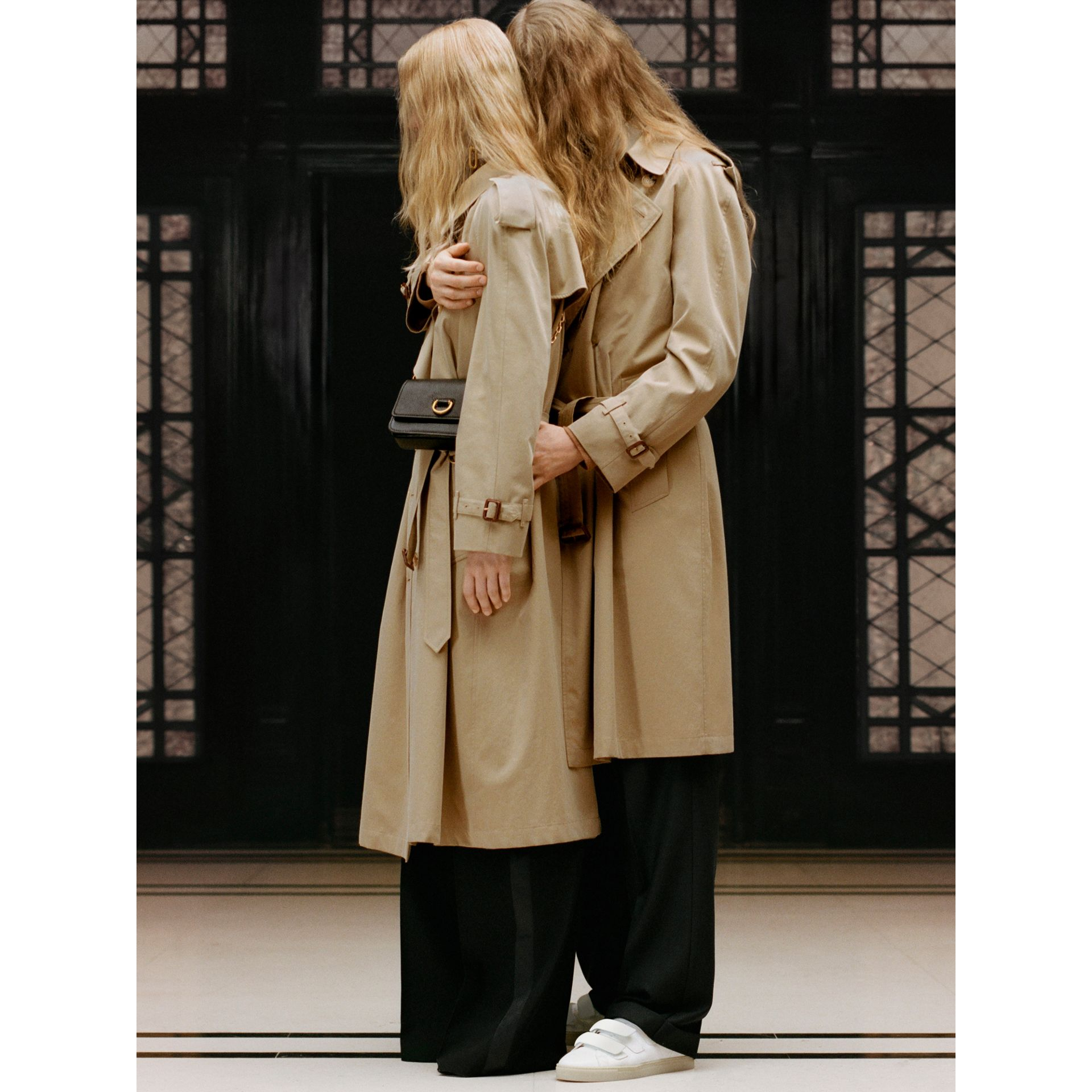 The Long Westminster Heritage Trench Coat in Honey - Women | Burberry United Kingdom - gallery image 9