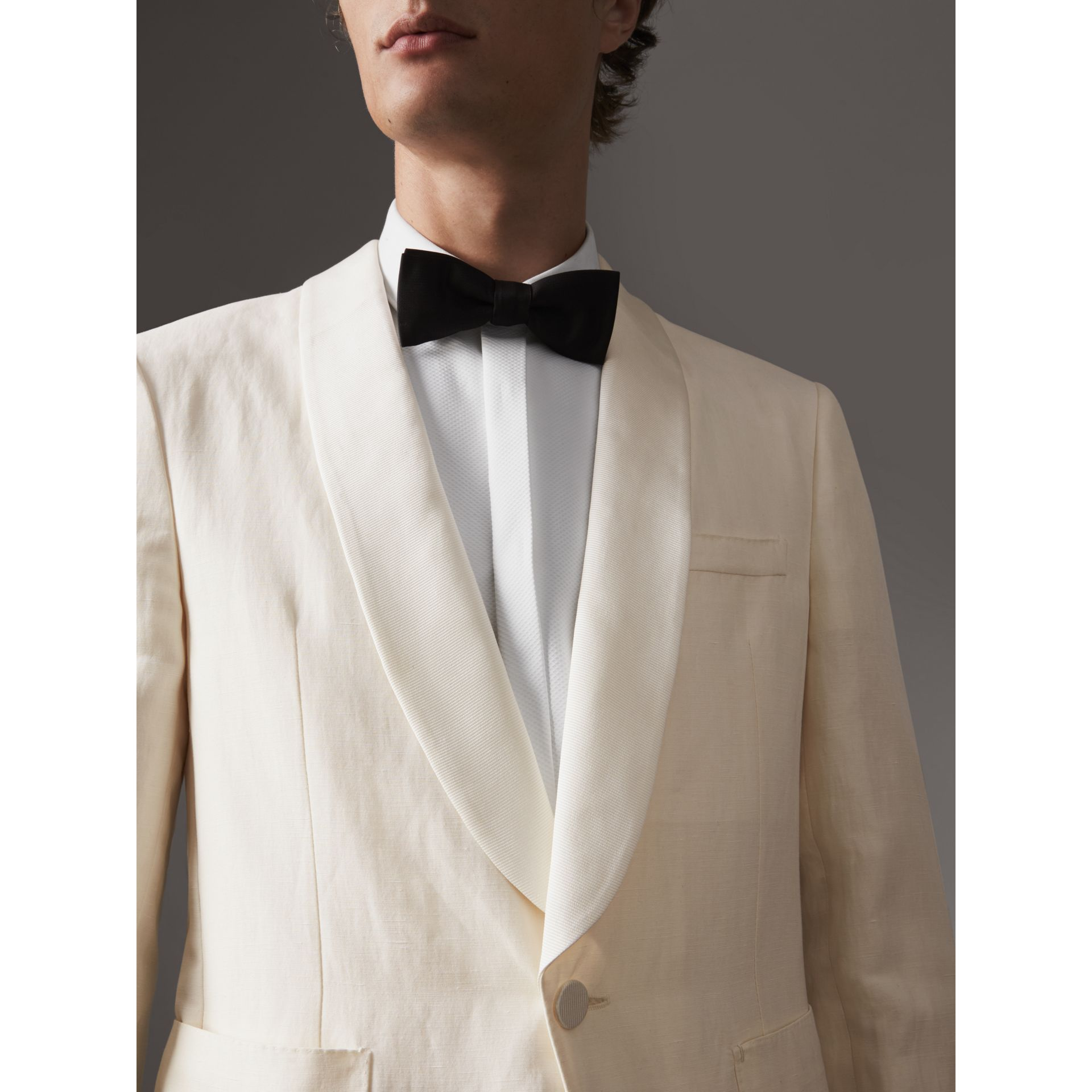 Modern Fit Shawl Lapel Linen Silk Evening Jacket in Off White - Men | Burberry United Kingdom - gallery image 4