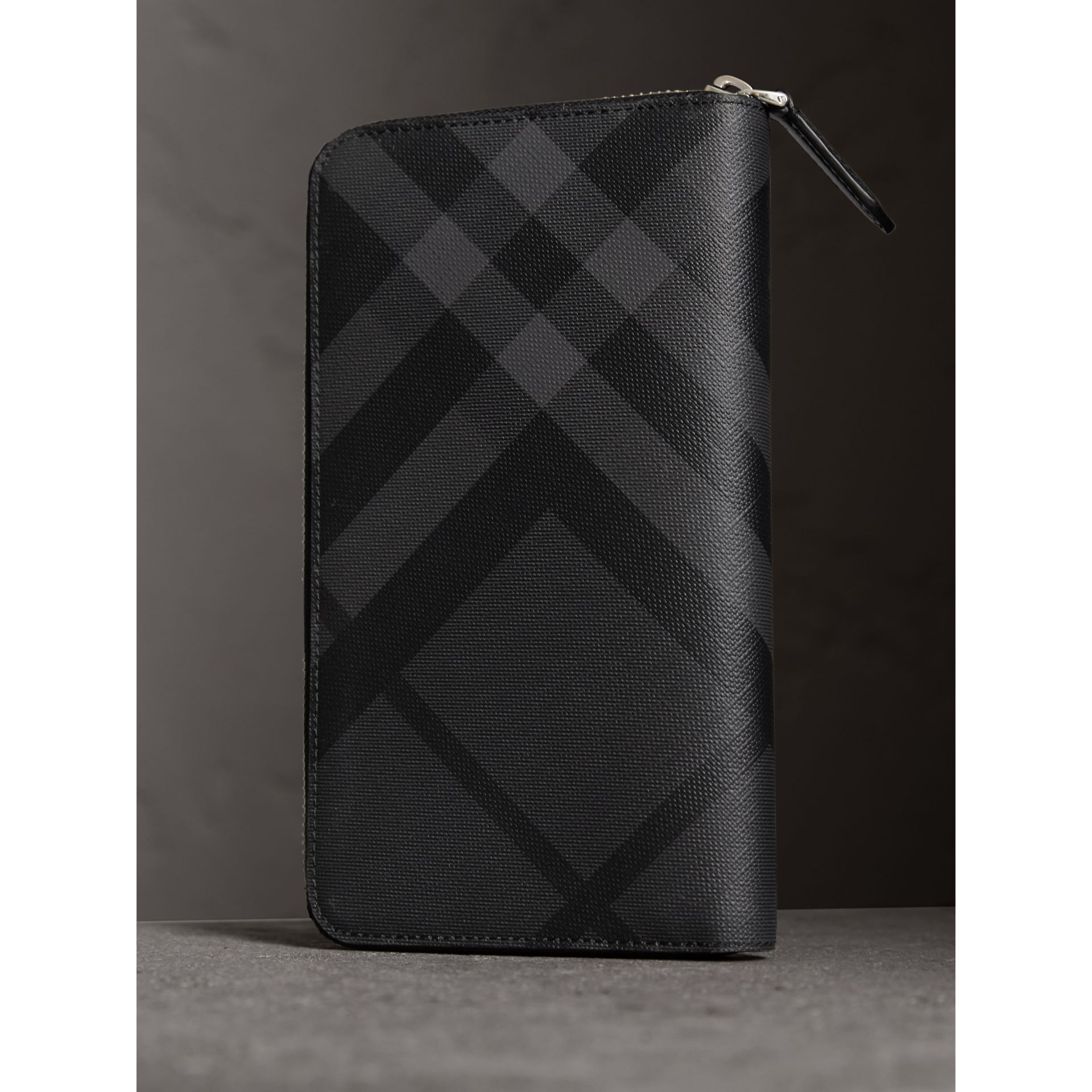 London Check Ziparound Wallet in Charcoal/black - Men | Burberry - gallery image 3