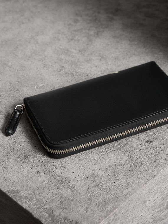 Pallas Heads Print London Leather Ziparound Wallet in Black - Men | Burberry - cell image 2
