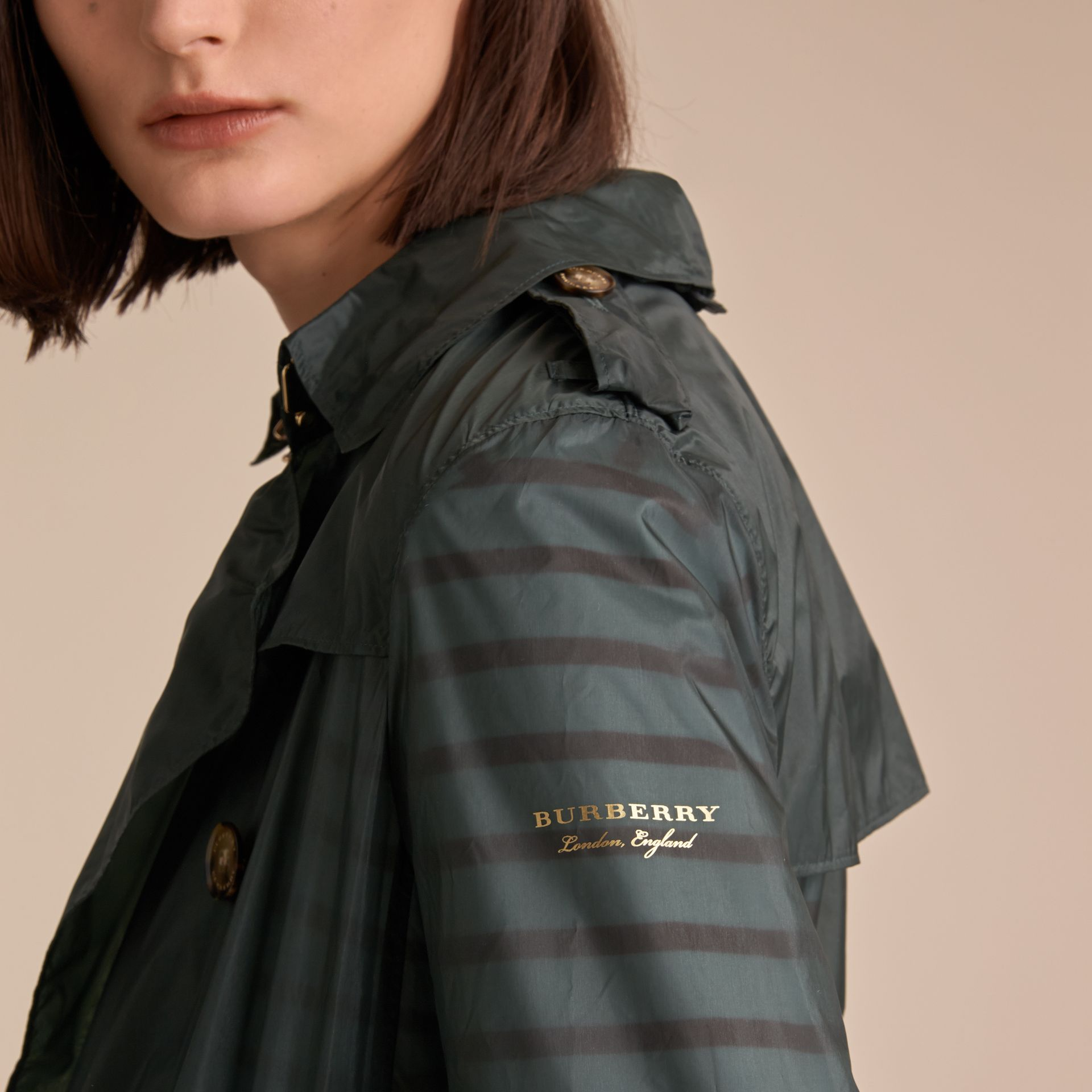 Super-lightweight Trench Coat in Vintage Green - Women | Burberry - gallery image 5