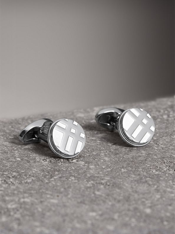 Check-engraved Round Cufflinks in Silver