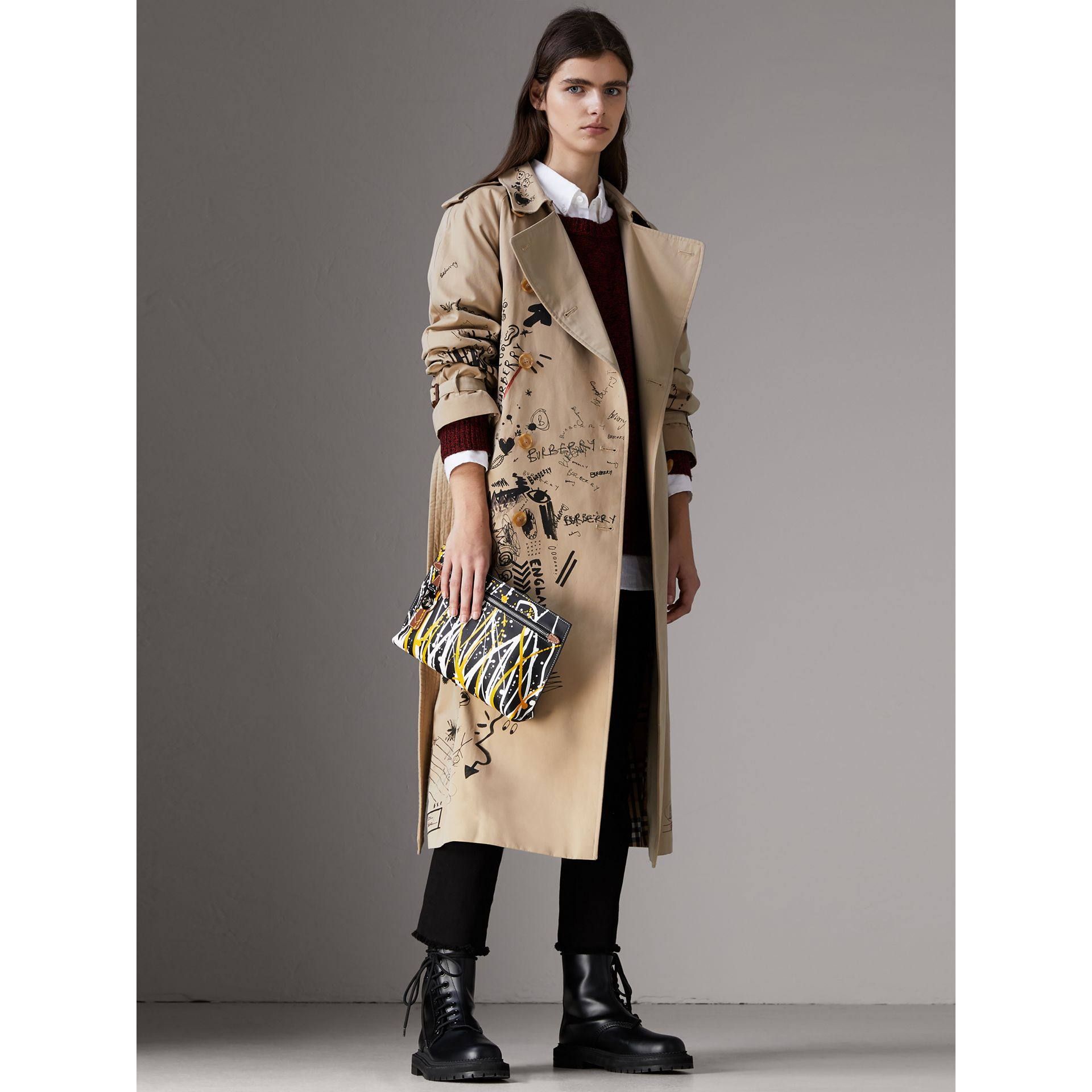 Splash Trench Leather Pouch in Black/tan - Women | Burberry Hong Kong - gallery image 2