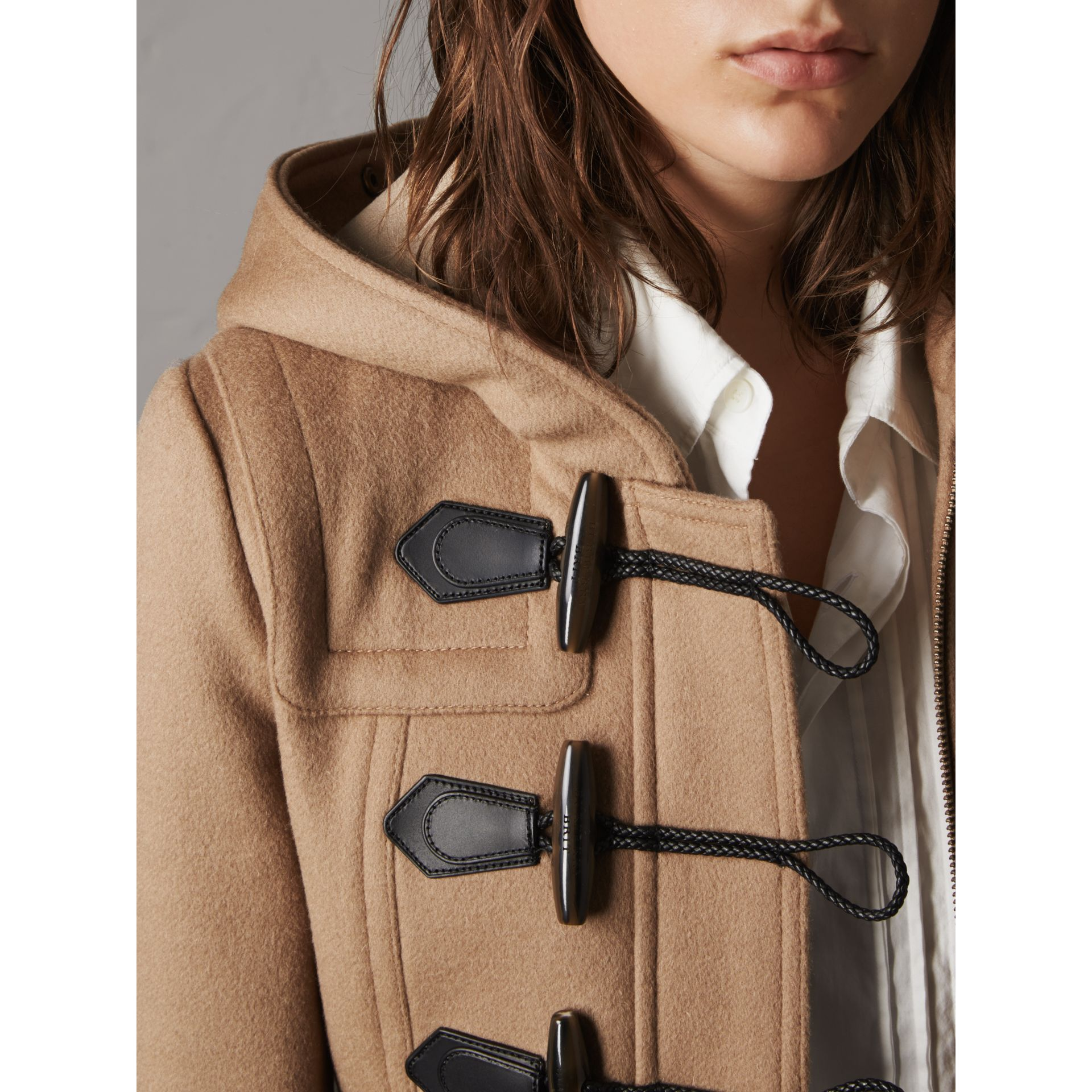 Duffle-coat en laine avec bordure en fourrure amovible (Camel) - Femme | Burberry - photo de la galerie 4