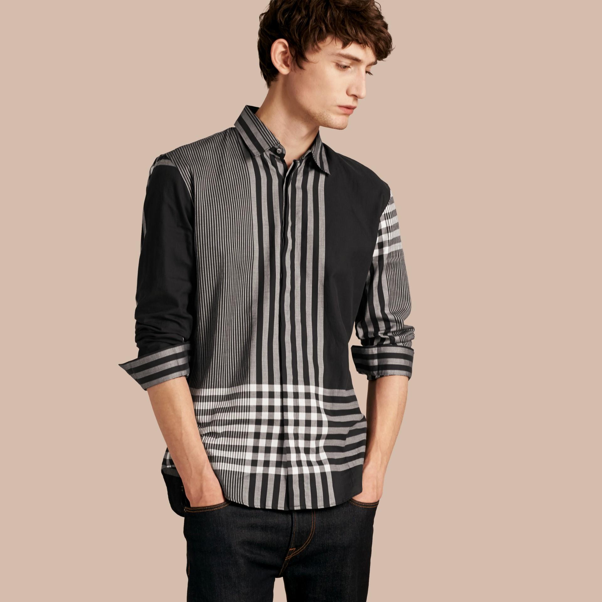 Nero Camicia in cotone con motivo check grafico Nero - immagine della galleria 1