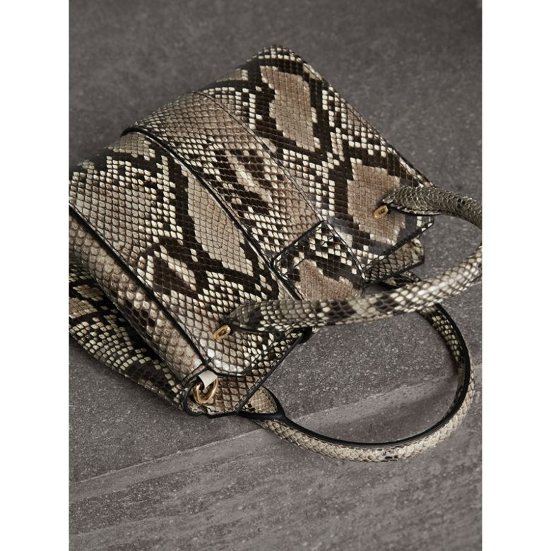 Burberry - Petit sac tote The Buckle en python - 5