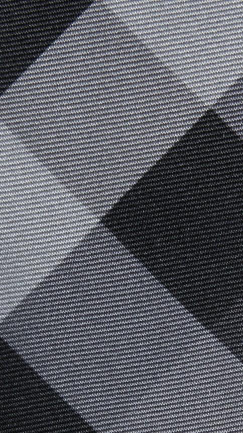 Anthracite sombre Cravate moderne en soie à motif Beat check - Image 2