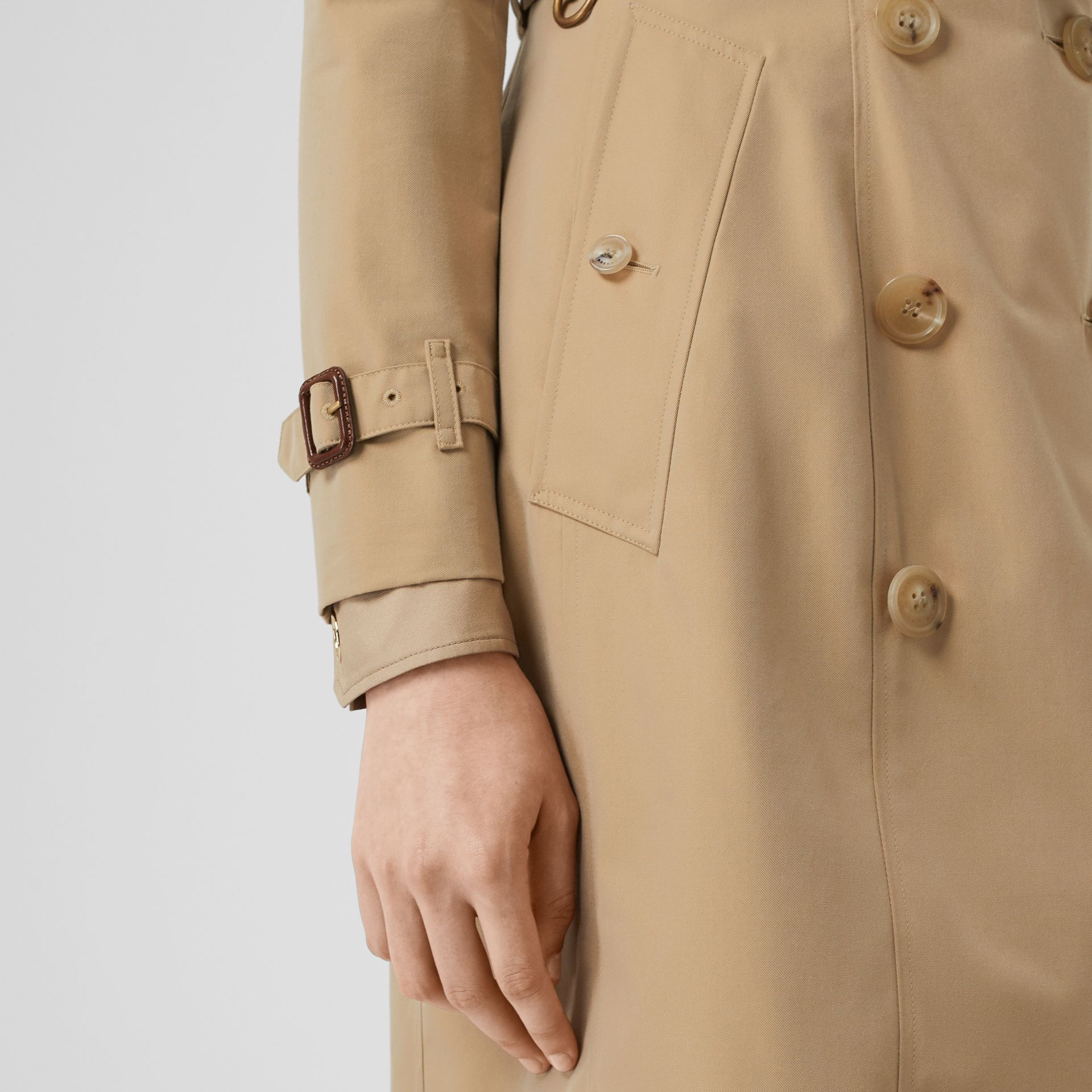 The Chelsea Heritage Trench Coat in Honey - Women | Burberry Singapore - gallery image 6