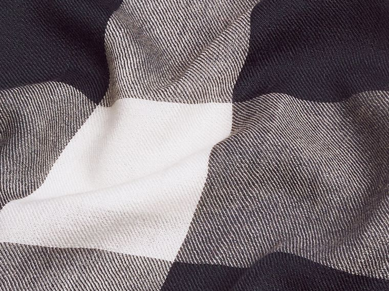 The Lightweight Cashmere Scarf in Check in Navy - cell image 4