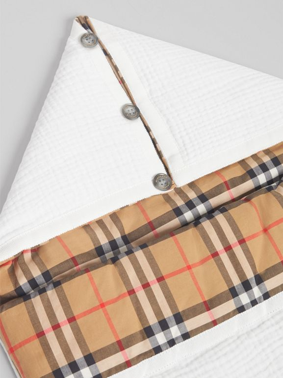 Vintage Check Cotton Baby Nest in White - Children | Burberry - cell image 1