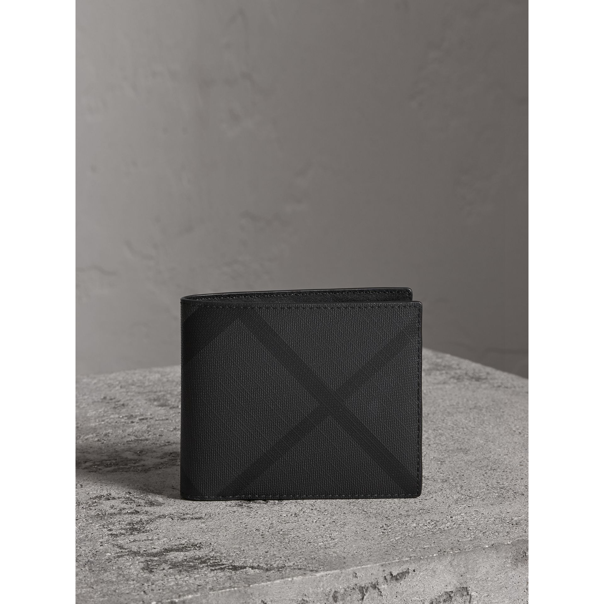 London Check Bifold Wallet with Removable Card Case in Charcoal/black - Men | Burberry Singapore - gallery image 4