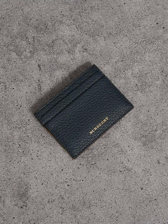 Kartenetui aus House Check-Gewebe und genarbtem Leder (Sturmblau)
