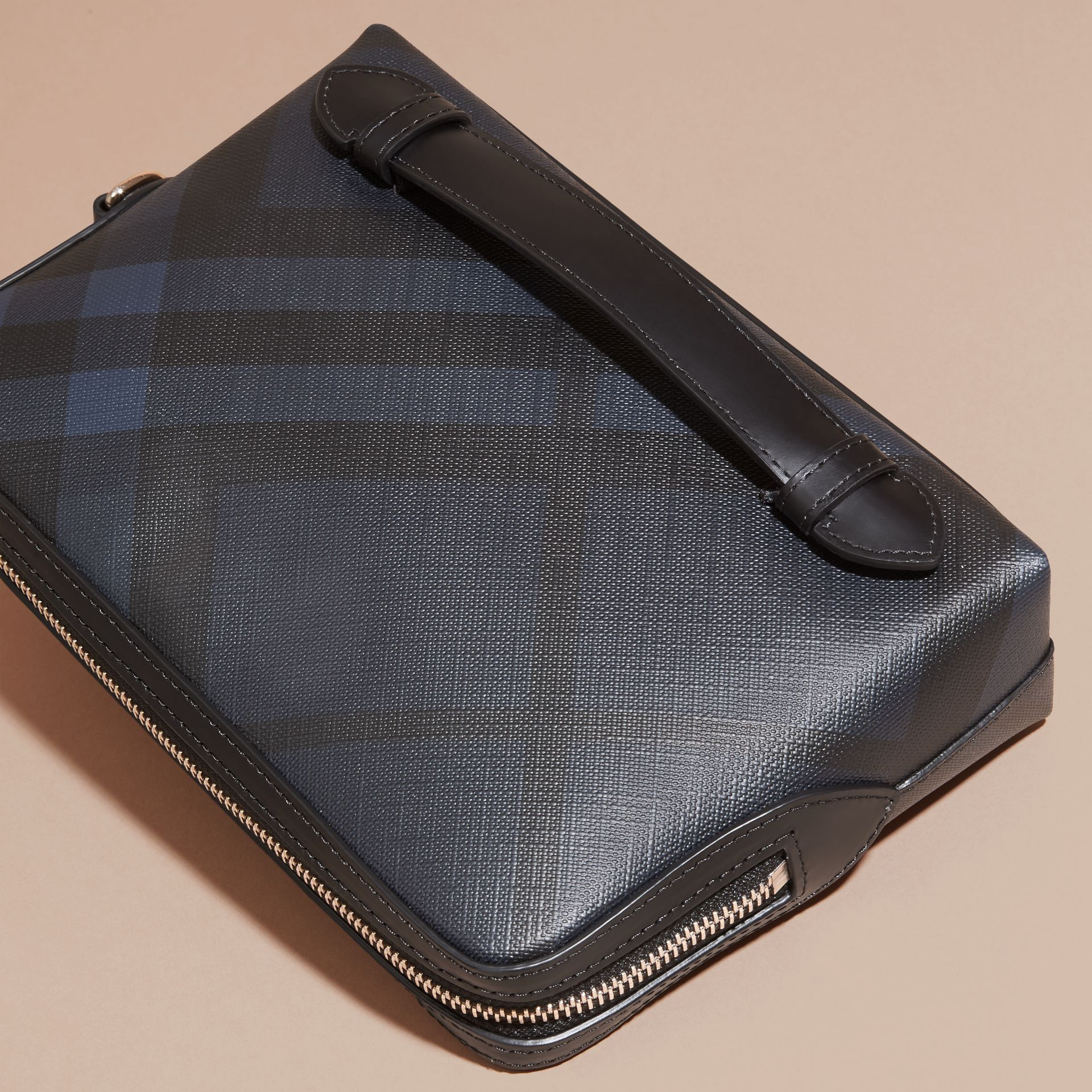 Leather-trimmed London Check Pouch Navy/black - gallery image 4