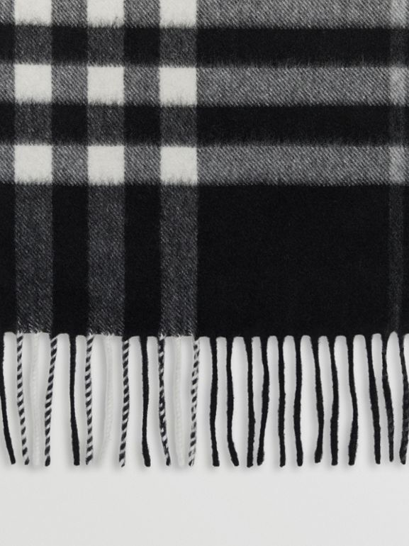 The Classic Check Cashmere Scarf in Black | Burberry United Kingdom - cell image 1