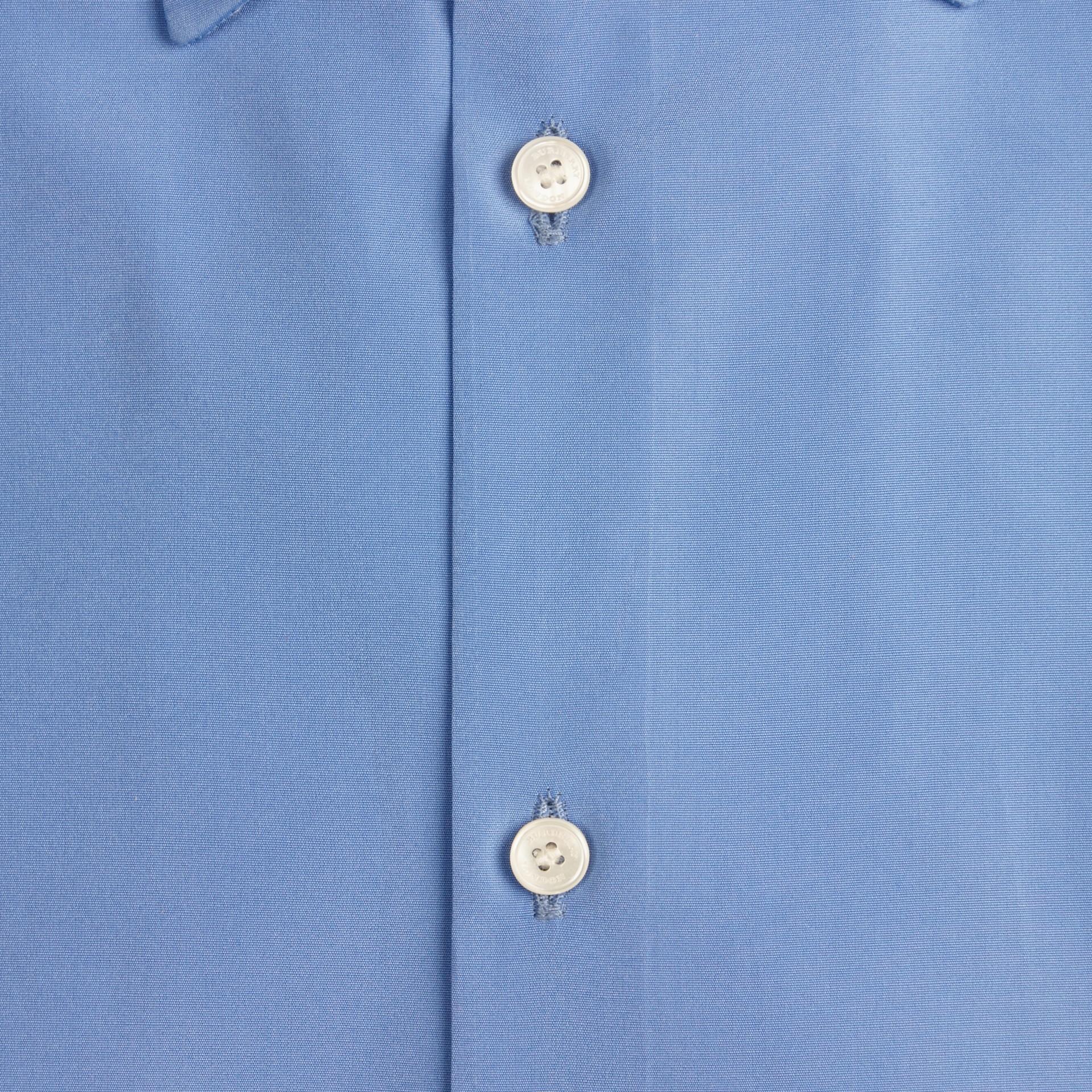 Mittelblau Schmal geschnittenes Hemd aus Baumwollpopelin mit kurzen Ärmeln - Galerie-Bild 2