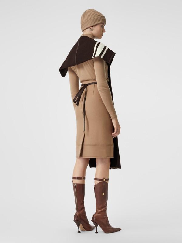 羔羊皮飾帶條紋細節設計羊毛提花披肩 (棕色) - 女款 | Burberry - cell image 2