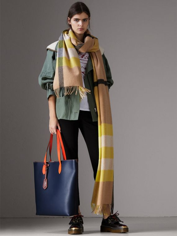 Medium Two-tone Coated Leather Tote in Dark Ultramarine | Burberry - cell image 2