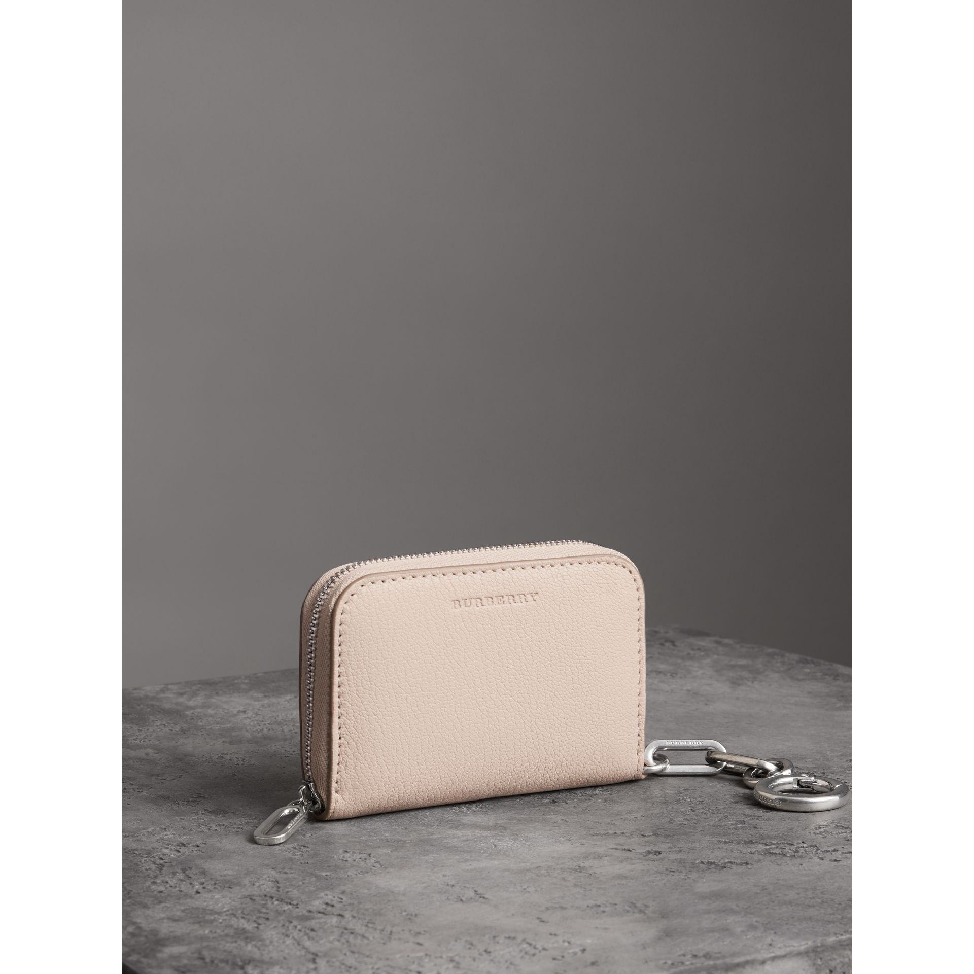 Link Detail Leather Ziparound Wallet in Stone - Women | Burberry United States - gallery image 4