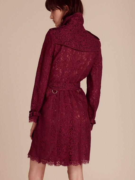 Cramoisi sombre Trench-coat en dentelle italienne avec ourlets festonnés - cell image 2