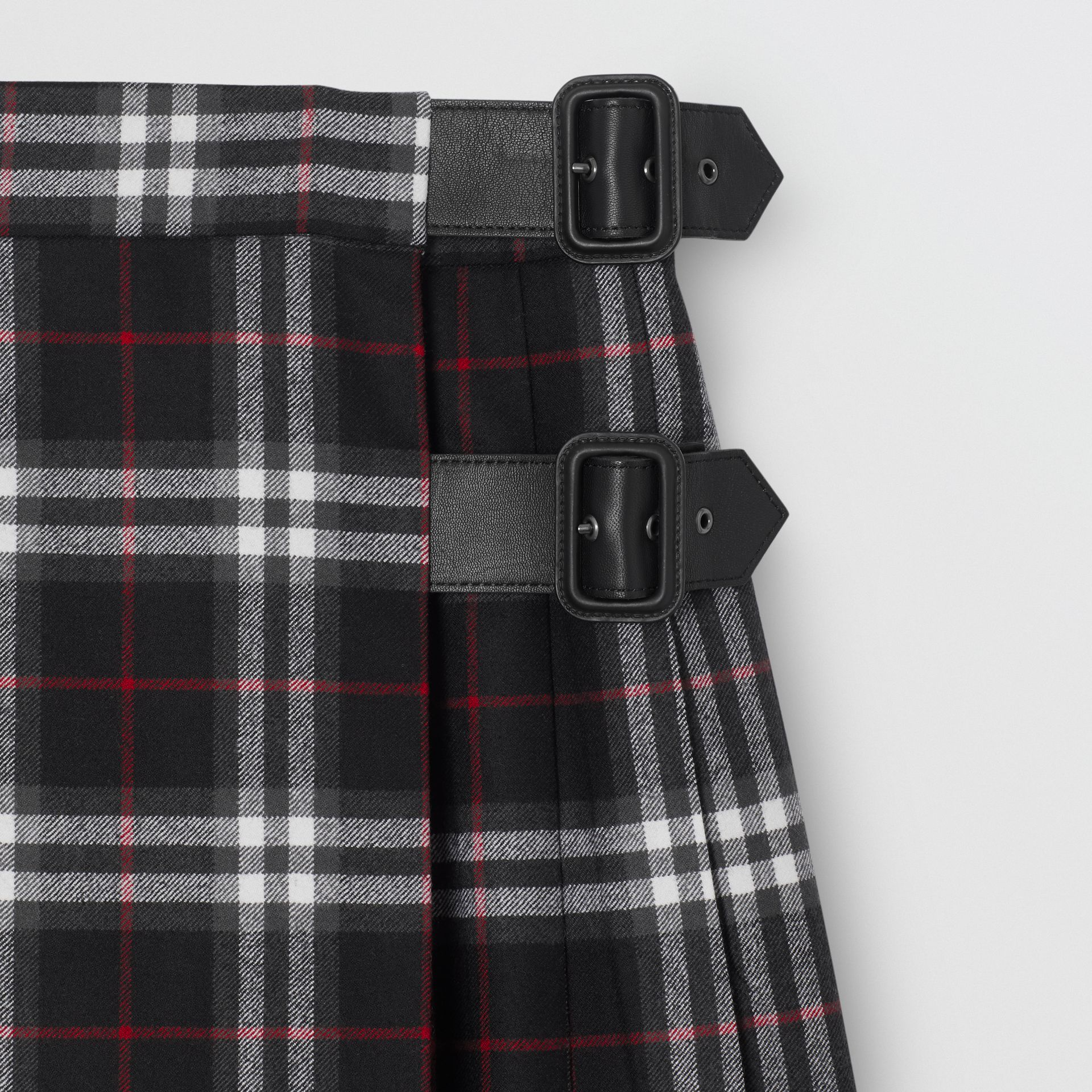 Lambskin Detail Vintage Check Wool Kilt in Black | Burberry - gallery image 4