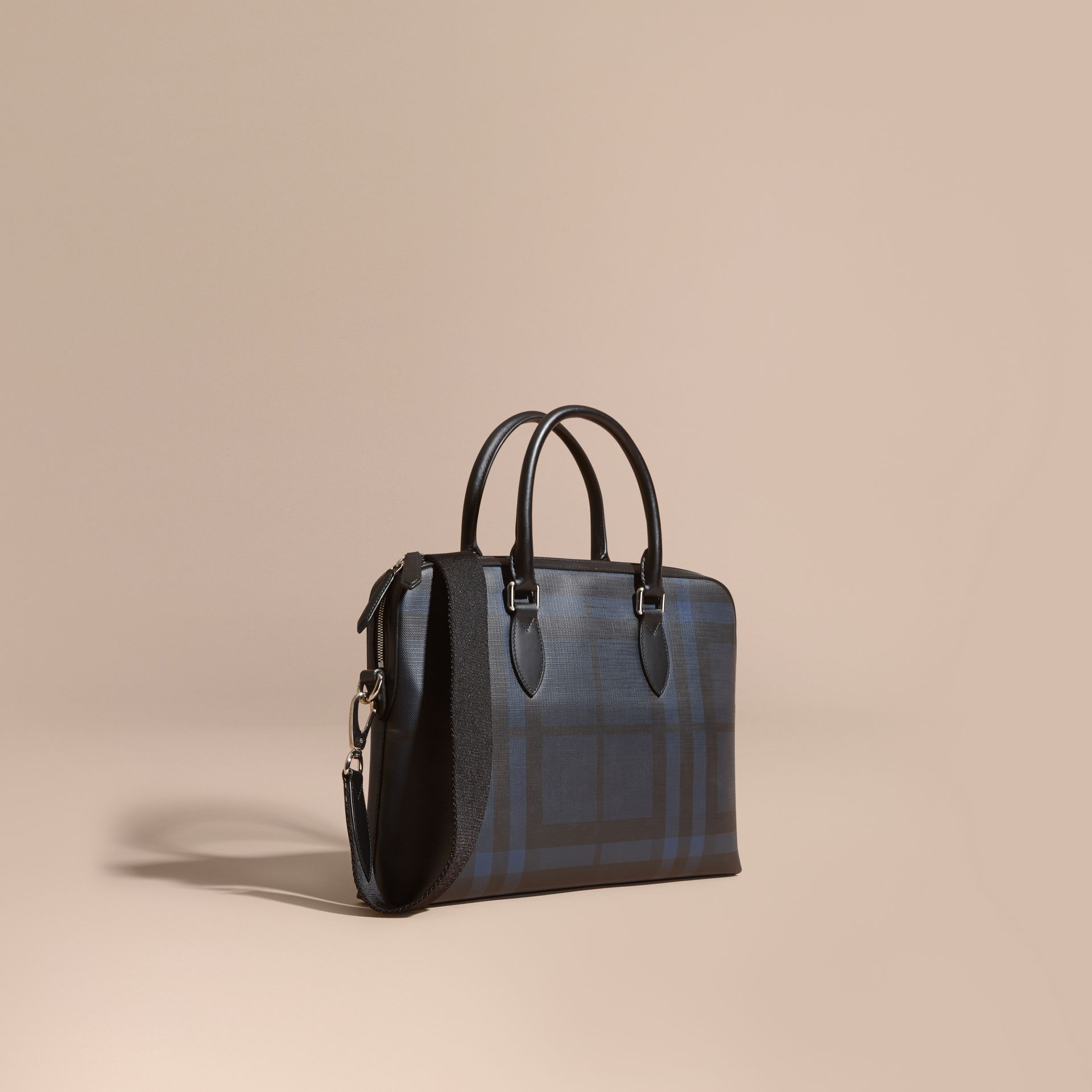 Sac The Barrow fin avec motif London check (Marine/noir) - photo de la galerie 1