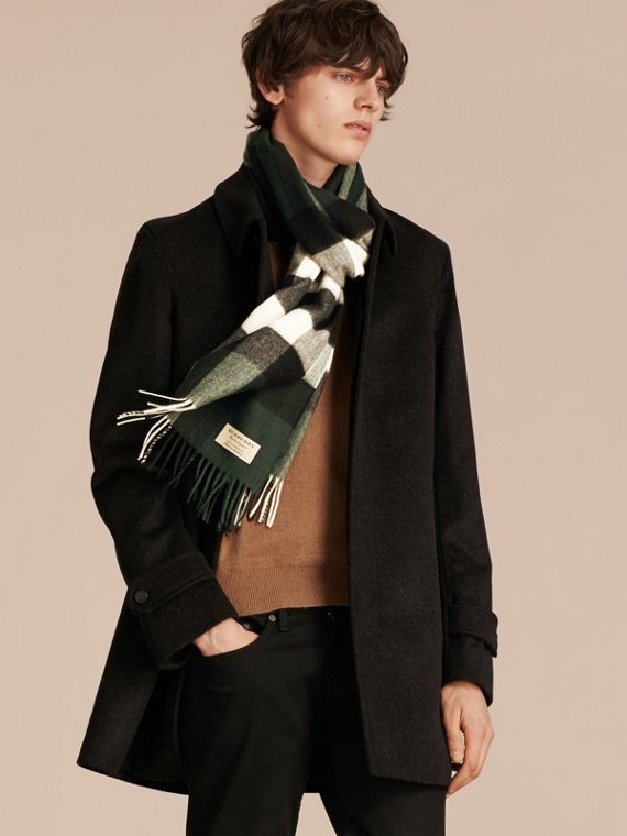 The Large Classic Cashmere Scarf in Check in Dark Forest Green | Burberry Singapore - cell image 3
