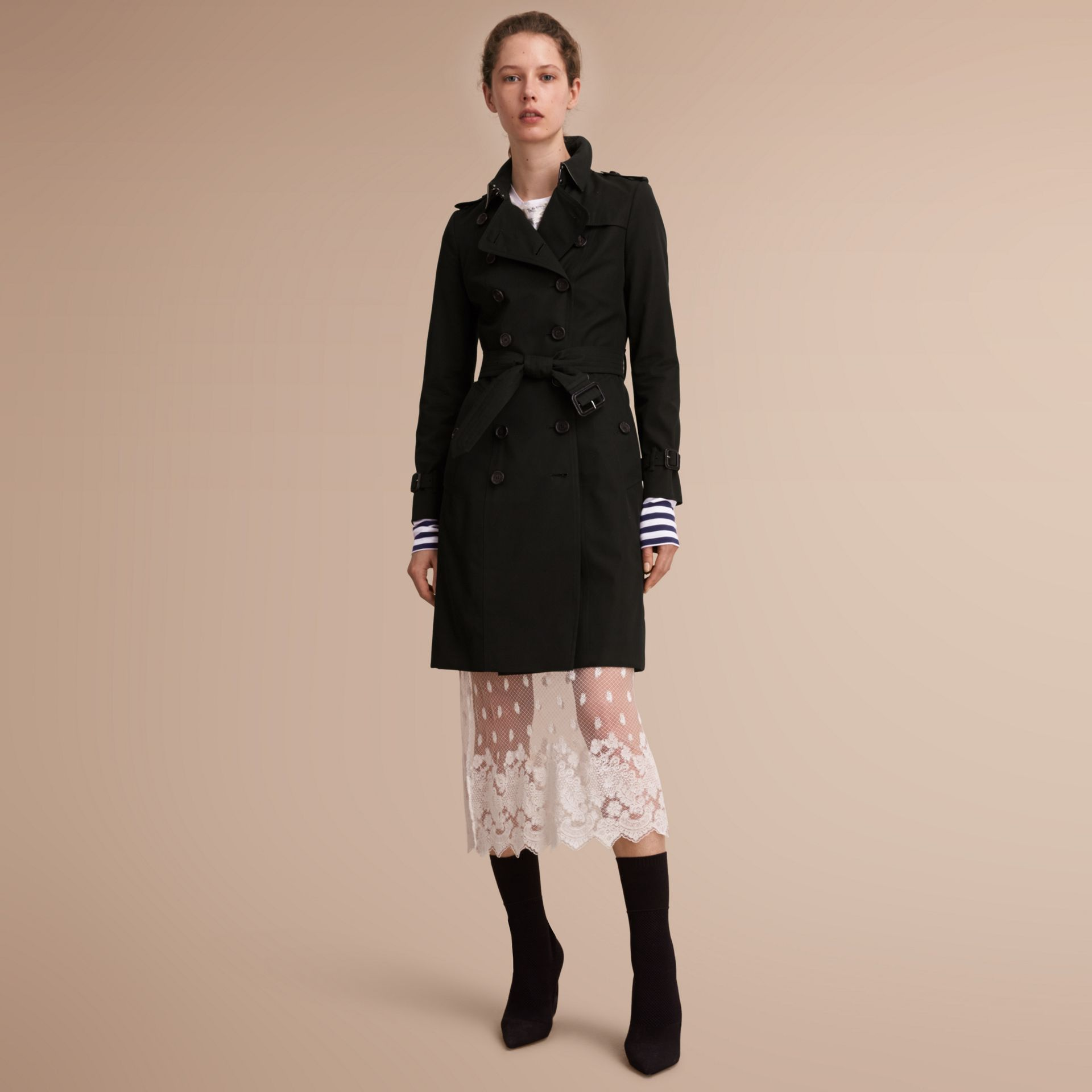The Chelsea – Long Heritage Trench Coat in Black - Women | Burberry Australia - gallery image 1