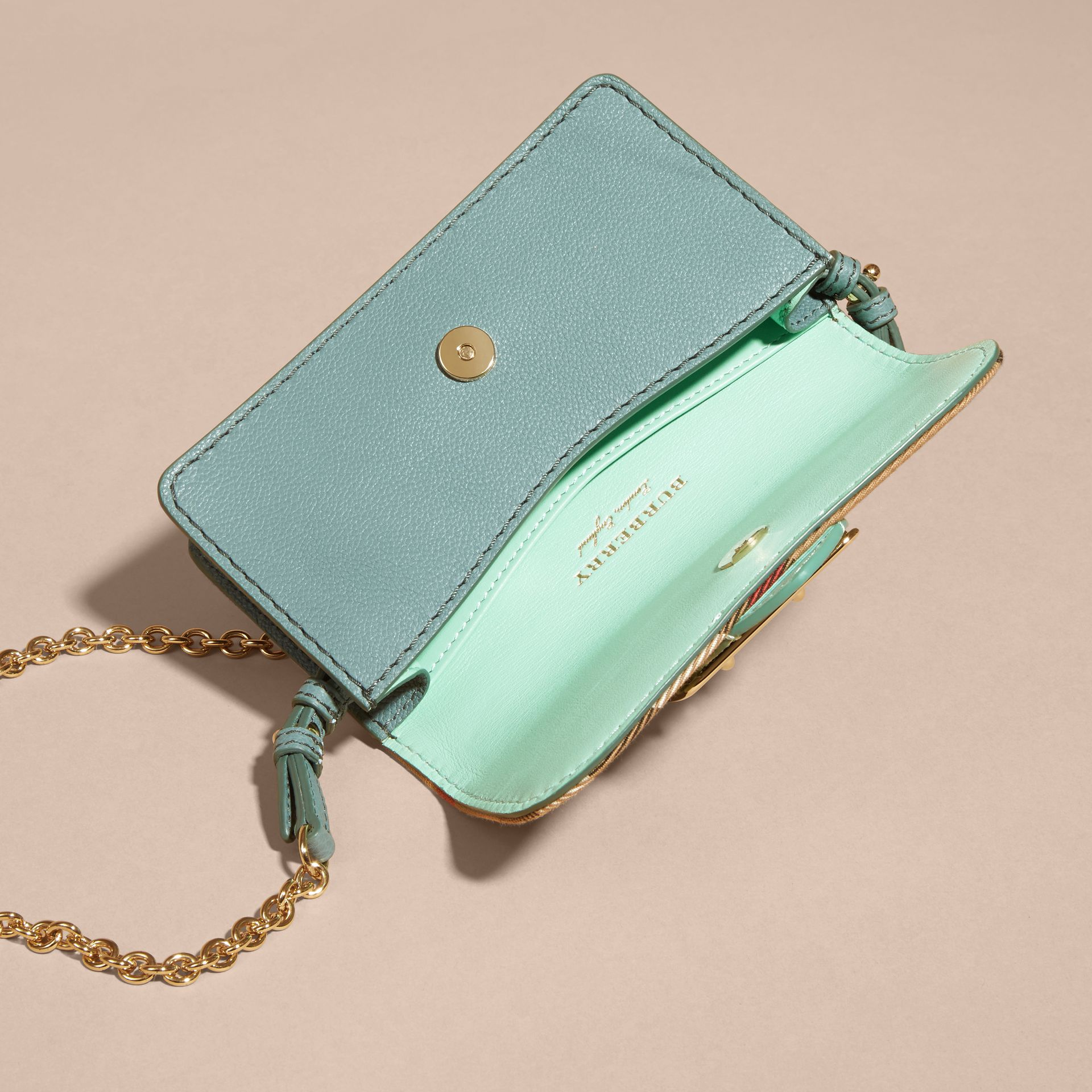 Menta chiaro Borsa The Buckle mini con pelle di serpente e motivo House check - immagine della galleria 5