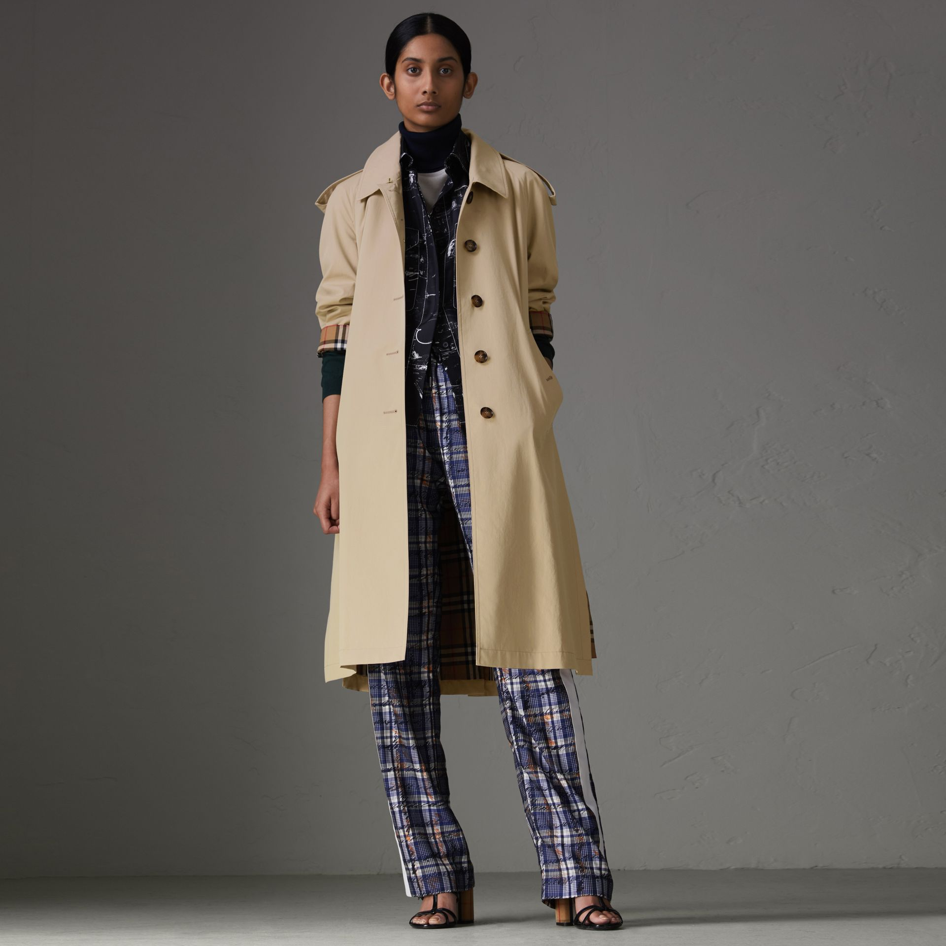 Side-slit Tropical Gabardine Trench Coat in Antique Taupe Pink - Women | Burberry United States - gallery image 0