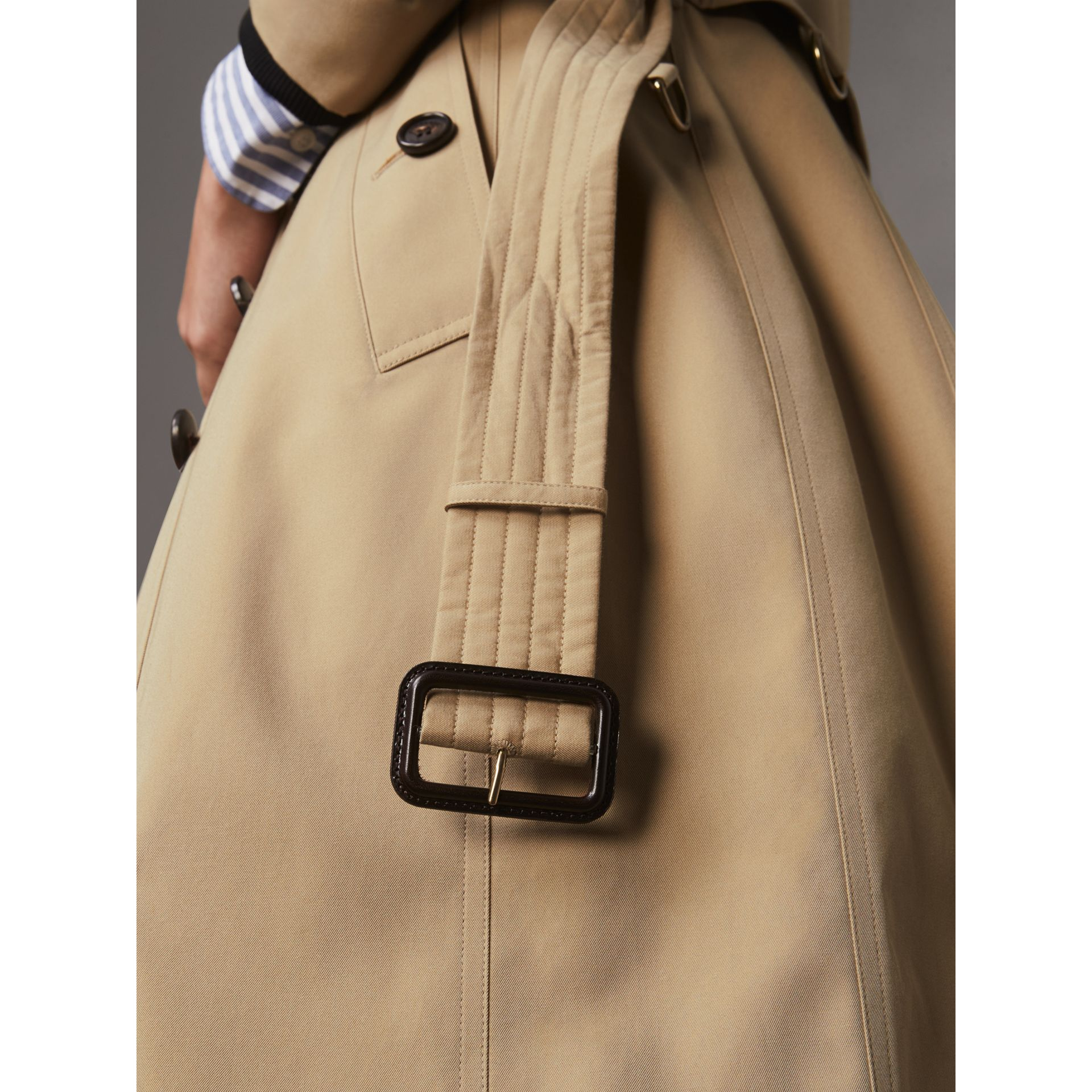 The Chelsea – Extra-long Trench Coat in Honey - Women | Burberry Hong Kong - gallery image 4