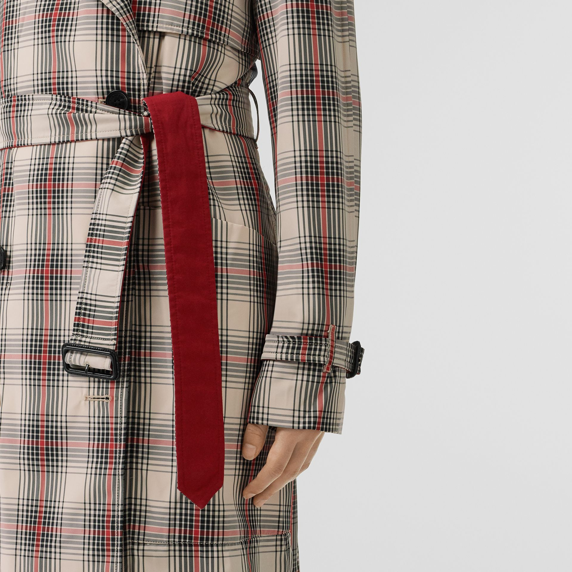 Lightweight Check Trench Coat in Light Nude - Women | Burberry United Kingdom - gallery image 4