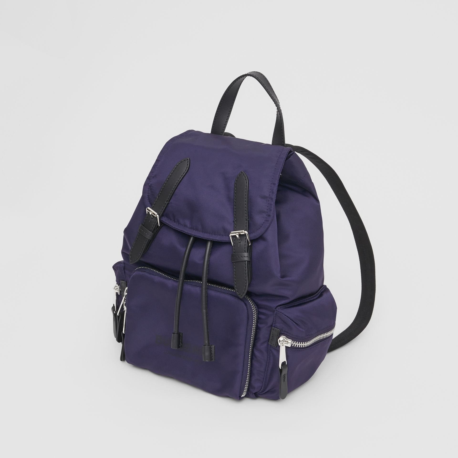 Sac The Rucksack moyen en nylon avec logo (Bleu Marine) - Femme | Burberry - photo de la galerie 3