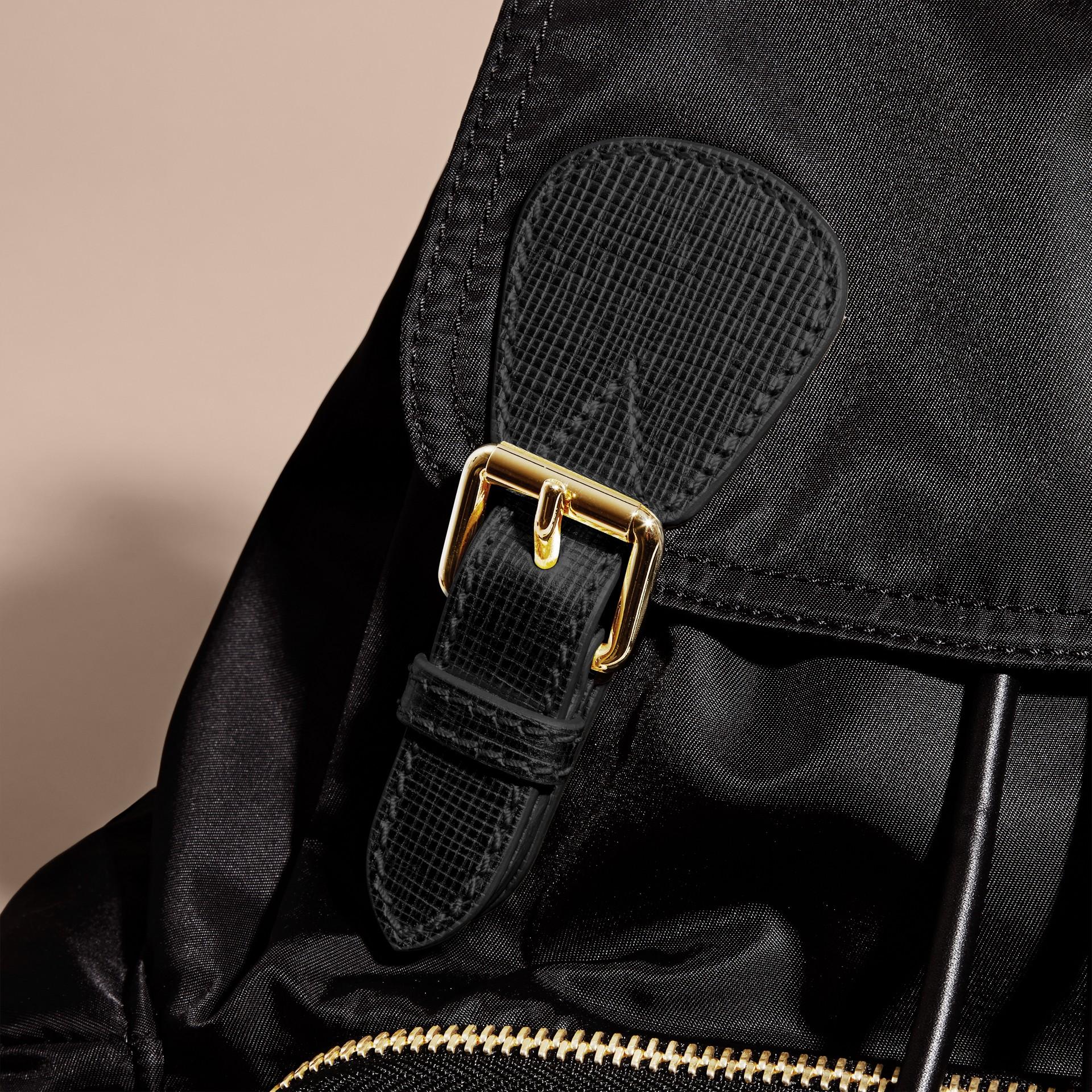 Nero/oro Zaino The Rucksack medio in nylon bicolore e pelle Nero/oro - immagine della galleria 6