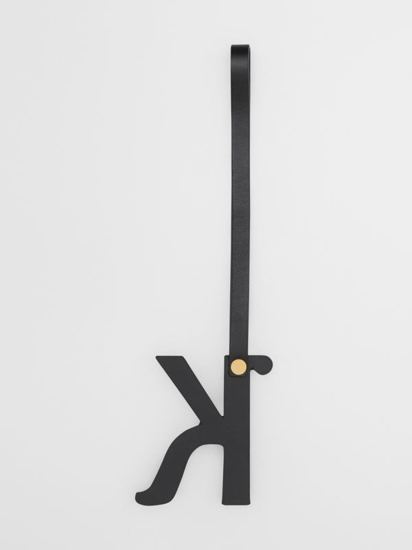 Bijou alphabet «K» en cuir clouté (Noir/or Clair) - Femme | Burberry Canada - cell image 2