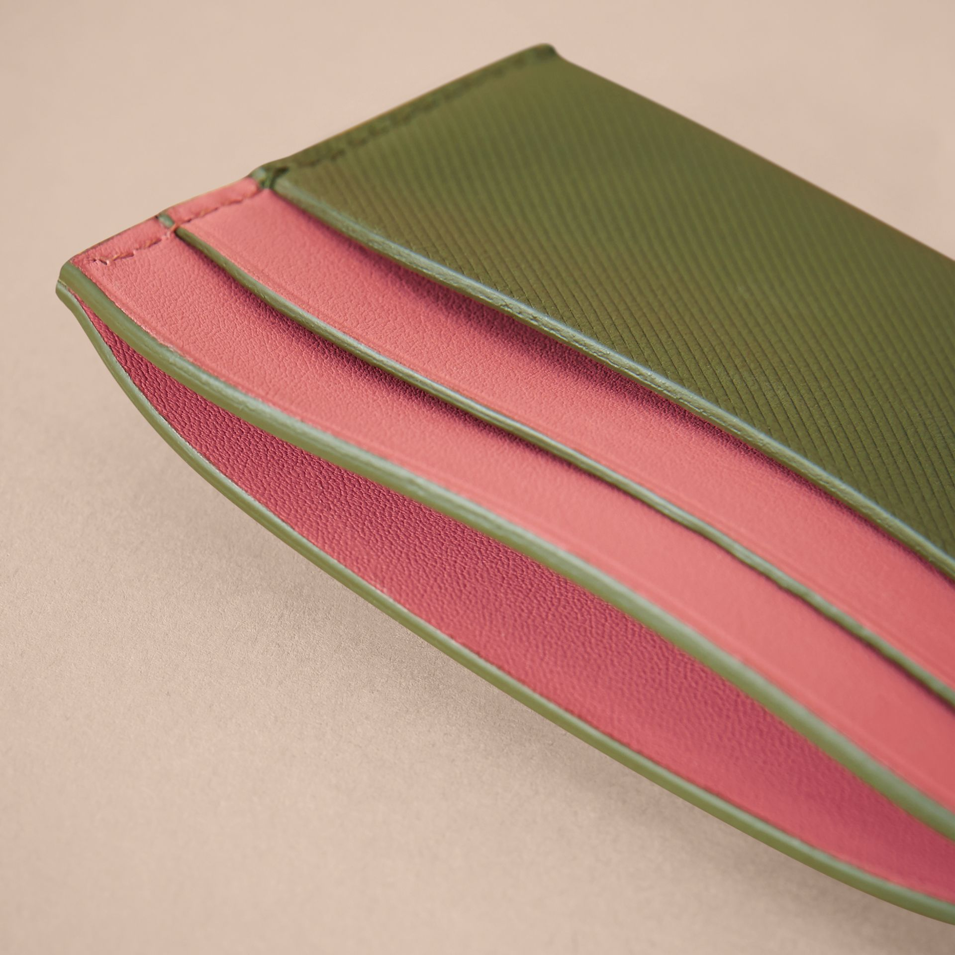 Two-tone Trench Leather Card Case in Mss Green/ Blsm Pink - Women | Burberry - gallery image 4
