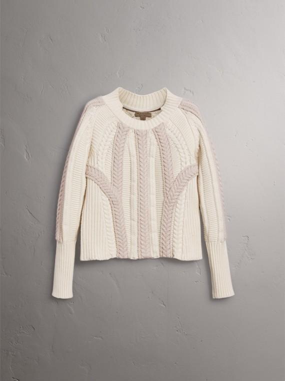 Pull bicolore en maille de laine et cachemire torsadée (Blanc Naturel) - Femme | Burberry - cell image 3