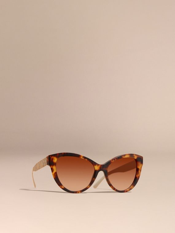 Cat-Eye-Sonnenbrille mit Check-Detail in 3D