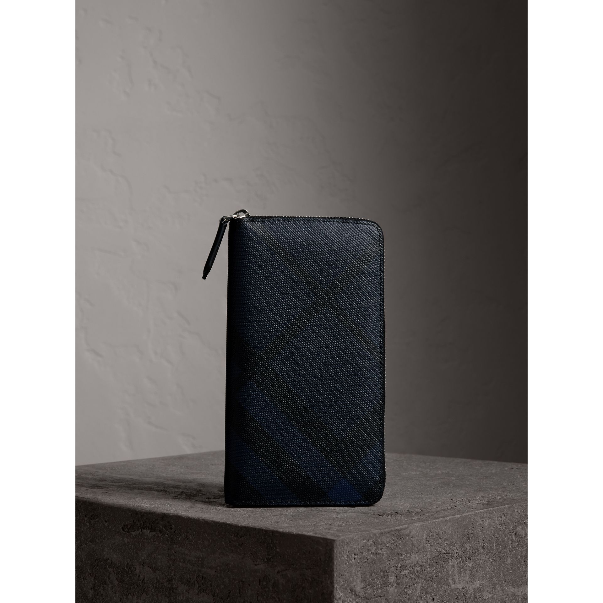 London Check Ziparound Wallet in Navy/black - Men | Burberry Canada - gallery image 5