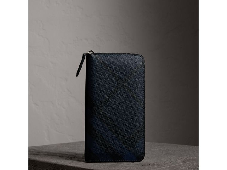 London Check Ziparound Wallet in Navy/black - Men | Burberry Canada - cell image 4