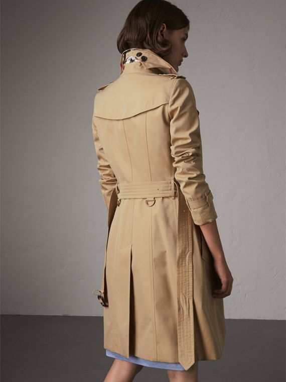 The Chelsea – Long Heritage Trench Coat in Honey - Women | Burberry Australia - cell image 2