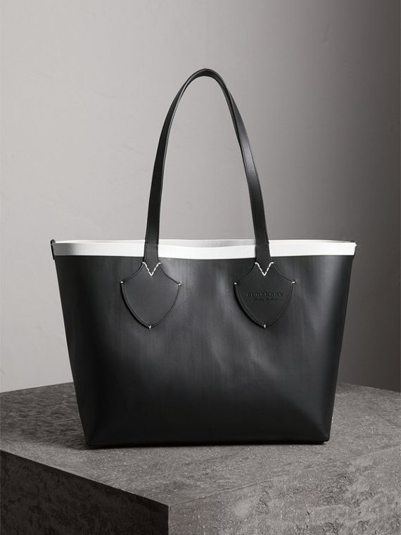 The Medium Giant Reversible Tote in Canvas and Leather in Black/white | Burberry - cell image 2